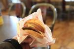 最終日の朝ご飯。A&Wのハンバーガー。