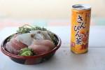平安座島に行く途中の海中道路の道の駅で食べたごはん。これで600円は安すぎ。