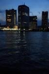 水面に反射する灯りがきれい。