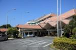 宮古空港ターミナルはいつもと変わらず。空がカツーンと晴れています