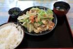 ついでに昼飯も。国仲食堂で野菜炒め定食。量がたくさんあった。
