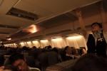 飛行機の中はこんな感じ。疲れているのに眠れなかった。