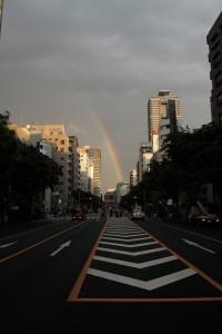 ほんとは完全なループになっていて、さらにそれがダブルになっているという素晴らしい虹でした。