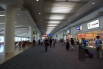 那覇空港についてすぐ。都会の空港だね、那覇空港も。