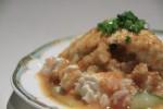 島豆腐のサラダ。エビとか魚も入った中華風ドレッシングがかかってます。うまいけど、ヘビーかも。