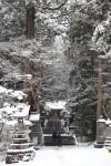 赤城神社の参道。雪で趣はあります。でも寒い…。