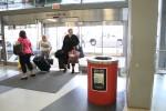 ターミナル3で。ゴミ箱まで挨拶してくれている。