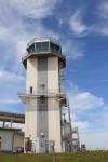 シャトル着陸に使う滑走路の管制塔。