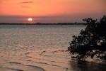 火事を気にせず夕日の写真をココビーチから撮ってみる。ココビーチの反対側です。