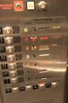 こったエレベータだな。お金かかってる。