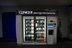 宇宙港だけにクリニークの自販機がっ!違うけど。後日、日本でも見た。プロアクティブのとかあった。