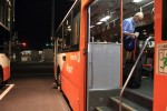 飛行機まではバスでいきます。