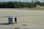 空港の裏手にこういったものがぽつんと置かれている。
