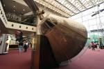今日はスミソニアンのAir and Space Musium本館へ。アポロ11号の本物。アクリルのカバー、ださい。