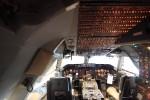 747のコクピット。スイッチだらけ。計器もすごい。