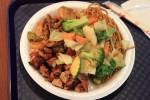 またパンダエクスプレスと思うかもしれない。違う、タイ料理。でも醤油かければ日本食。