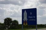 NASA側へ戻る道(いわゆるコーズウェイ)にあったシャトルのミッション表示サイン。ちょっと派手だねw