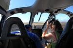 パイロット以外に6人乗れるヘリでした。でかいかも。ヒューイとかシーホークよりは小さいけどw