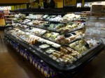 初日の夜はイサクアにあるQFCというスーパーでサラダを買う
