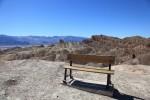 Zabriskie Pointにあるベンチ。焦げたいならここがベストw