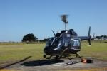 このヘリコプターで移動。最大で6人のお客さんが乗れる